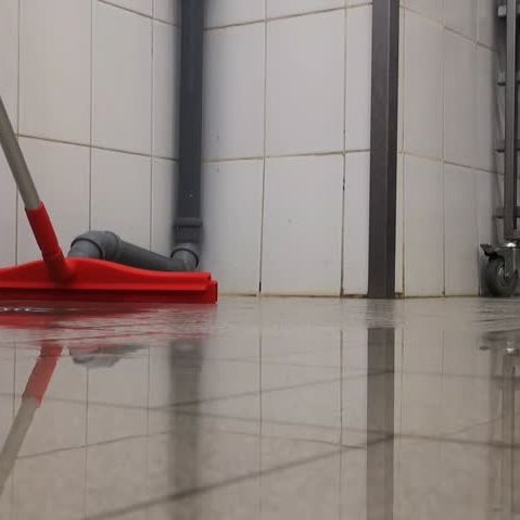 Špeciálny čistiaci prostriedok na podlahy
